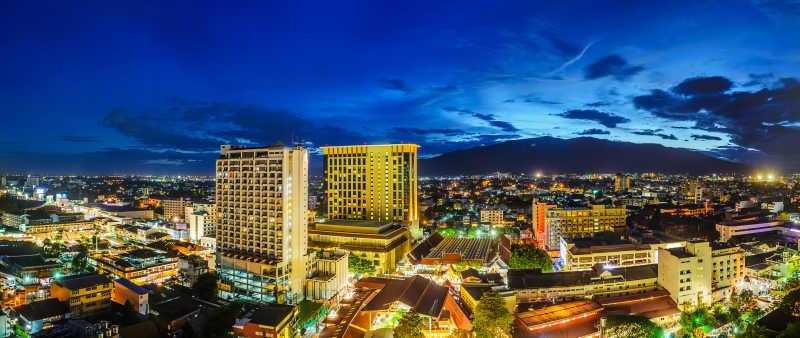 泰国夜晚下的城市
