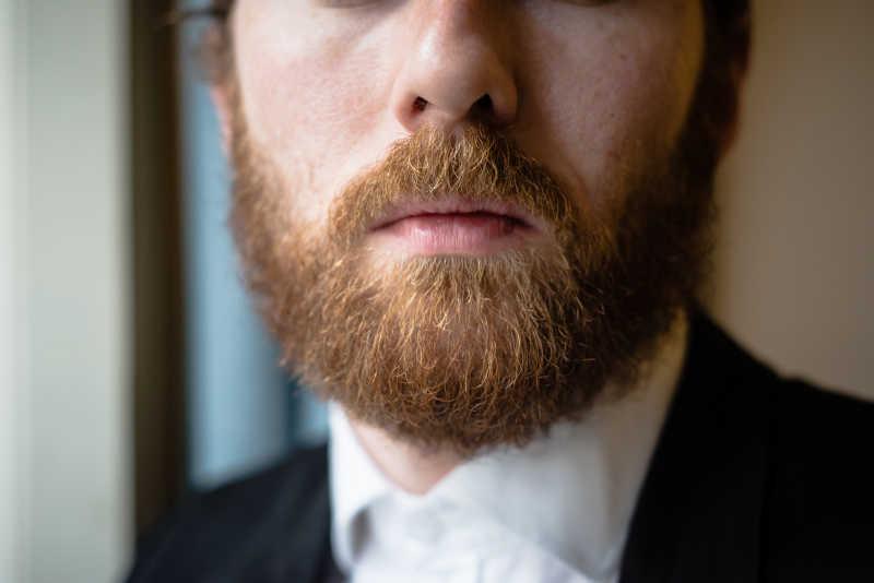 优雅的有胡子的男人