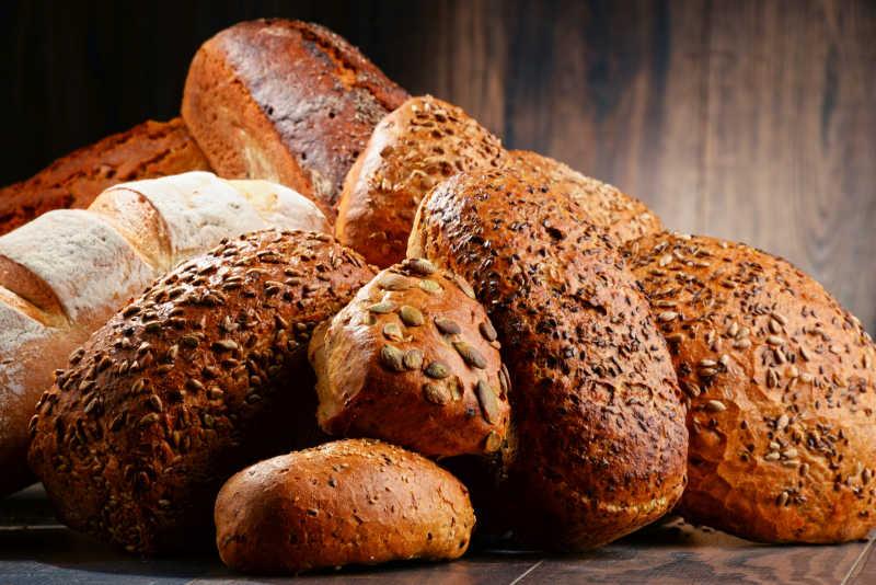 一堆美味面包