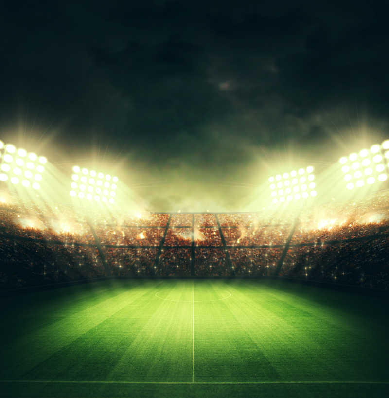 灯光照耀下的体育足球场