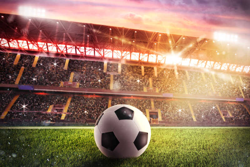体育场草坪上的足球