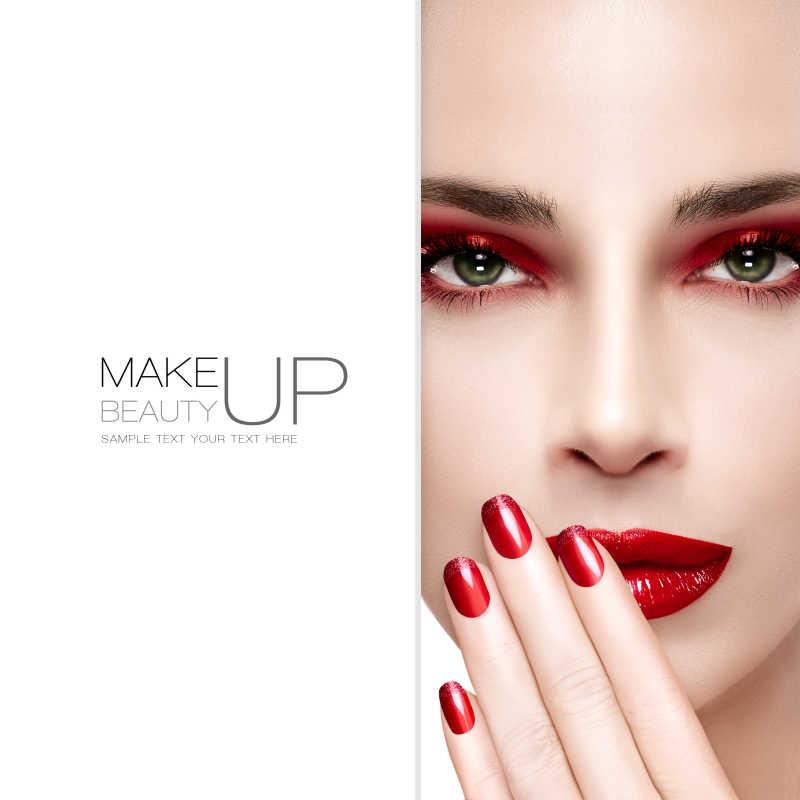 红色系的妆容与美甲