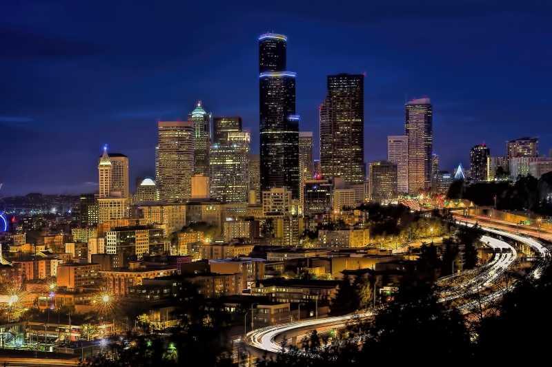 城市繁华建筑夜景