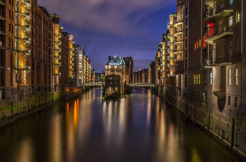 河流建筑夜景
