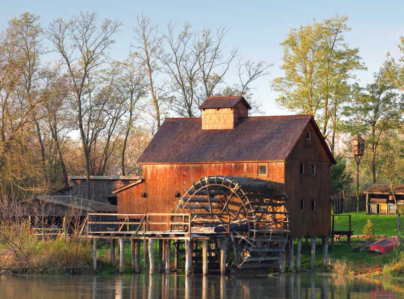 乡村的房子与水车