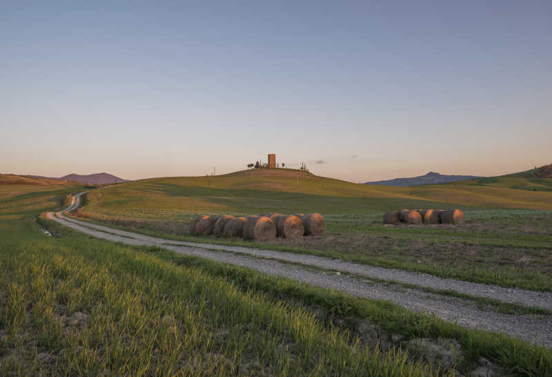 夕阳下的田野