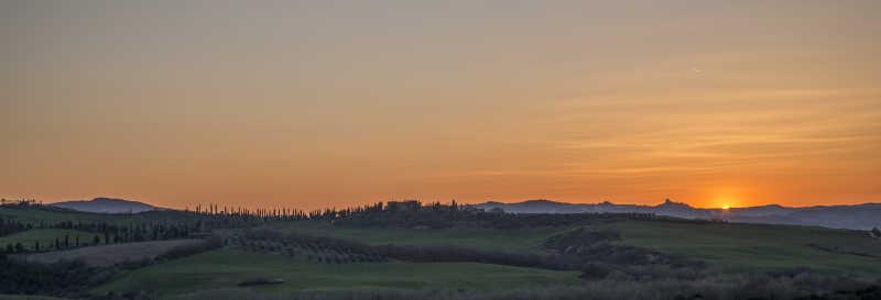 夕阳下的田野美景