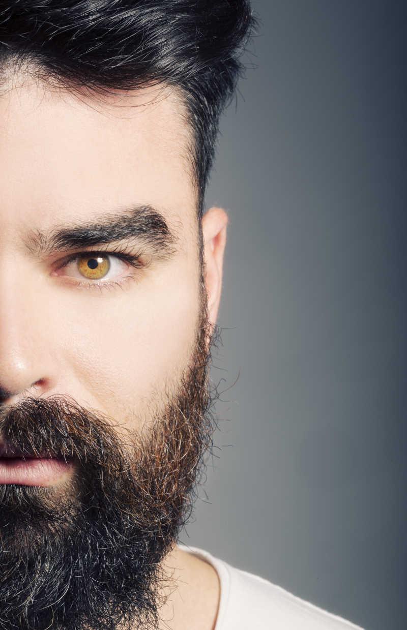 英俊男子的半边脸与胡子