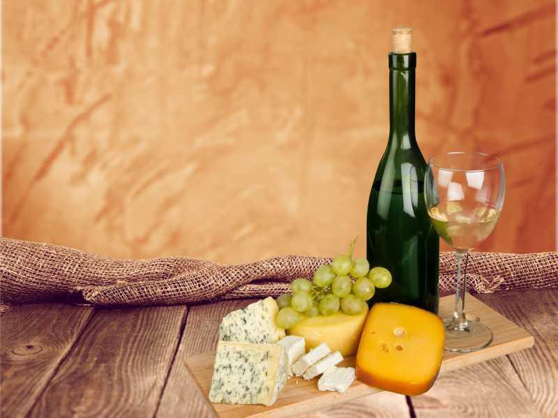 白葡萄酒与奶酪