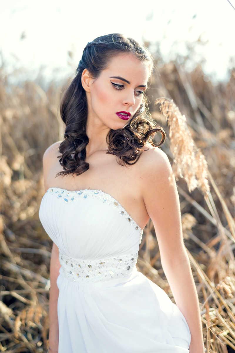 新娘穿着洁白的婚纱