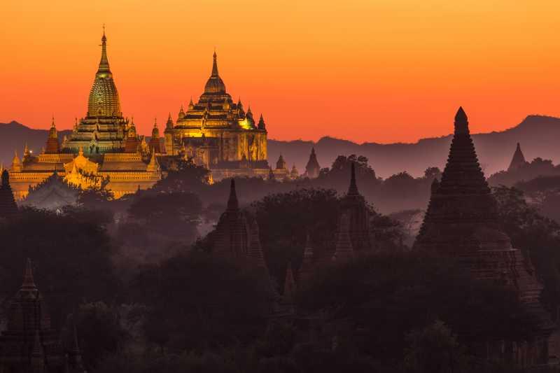 黄昏下的蒲甘寺庙