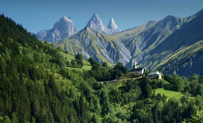 法国阿尔卑斯山的田园风光