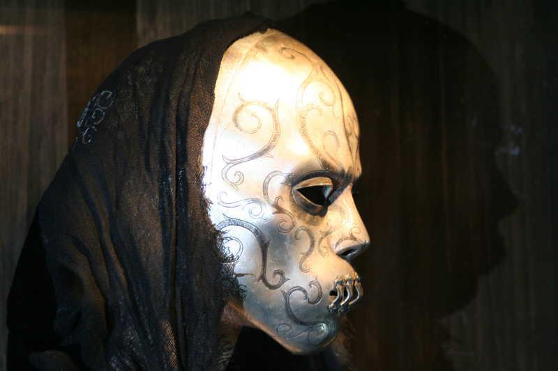 一张白色的恐怖面具