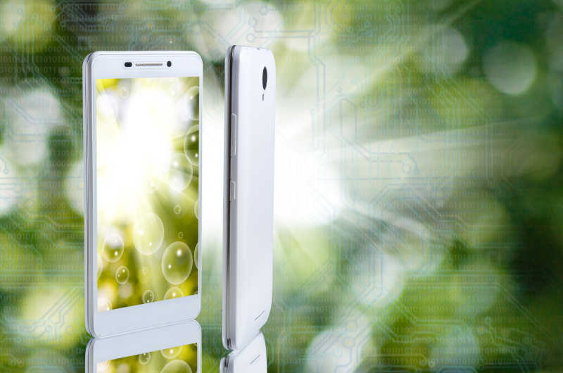 绿色背景上的智能手机宣传图