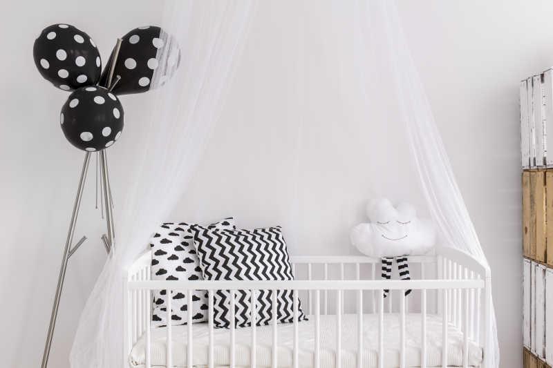 舒适漂亮的婴儿床