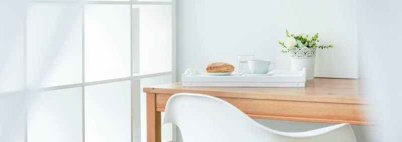 桌子上放着早餐