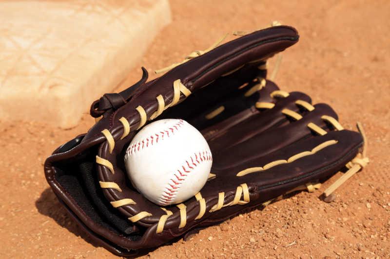 棒球手套与棒球
