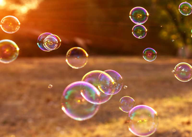 日落时候的泡泡