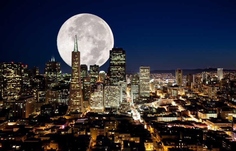 月色下的城市
