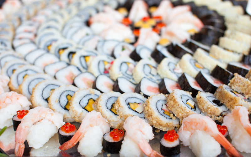 美味的寿司拼盘