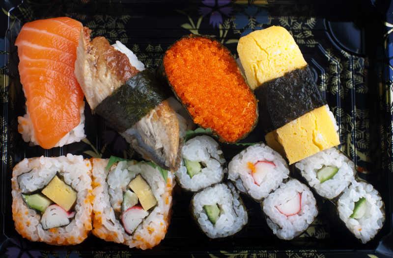 包装好的寿司套餐