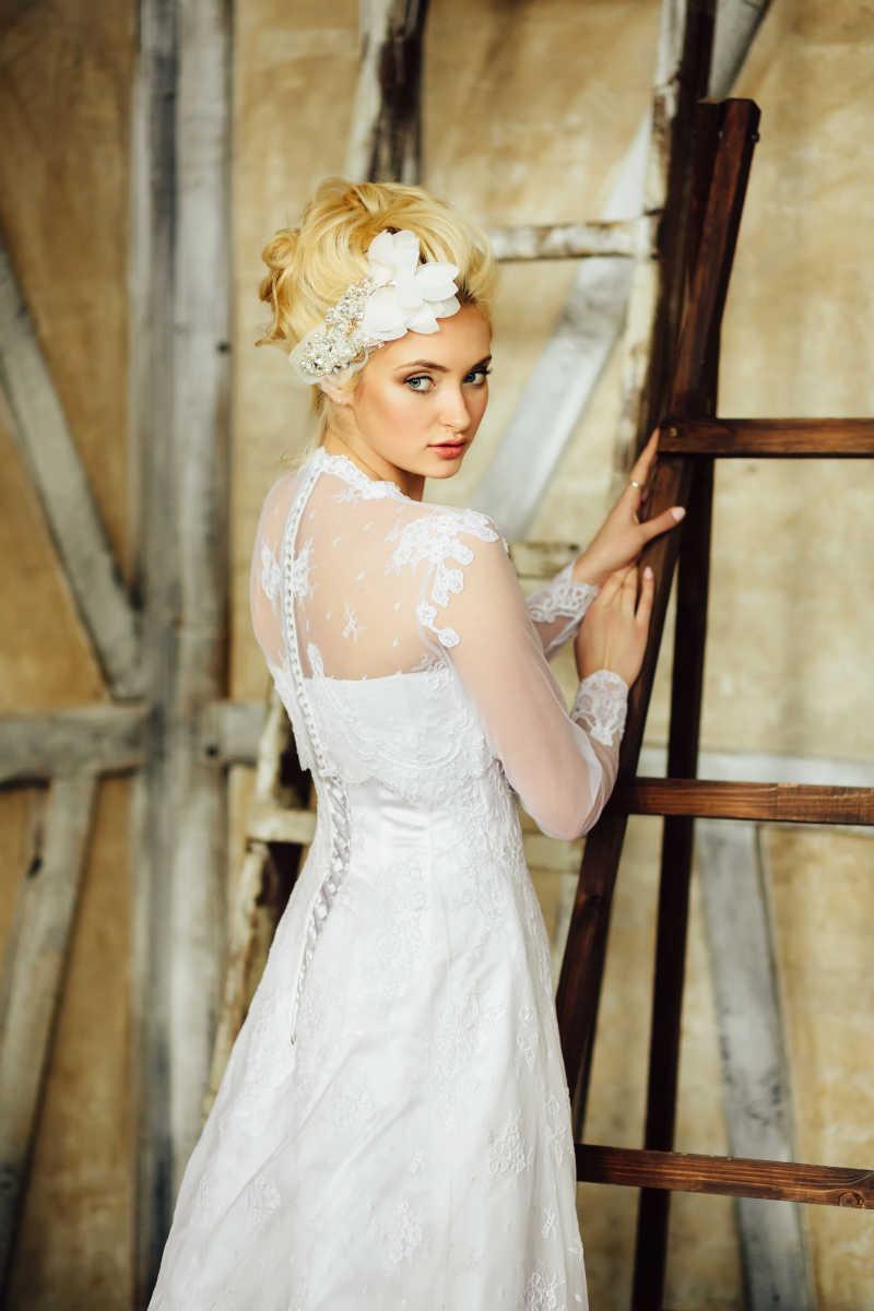 婚礼当天的金发女郎