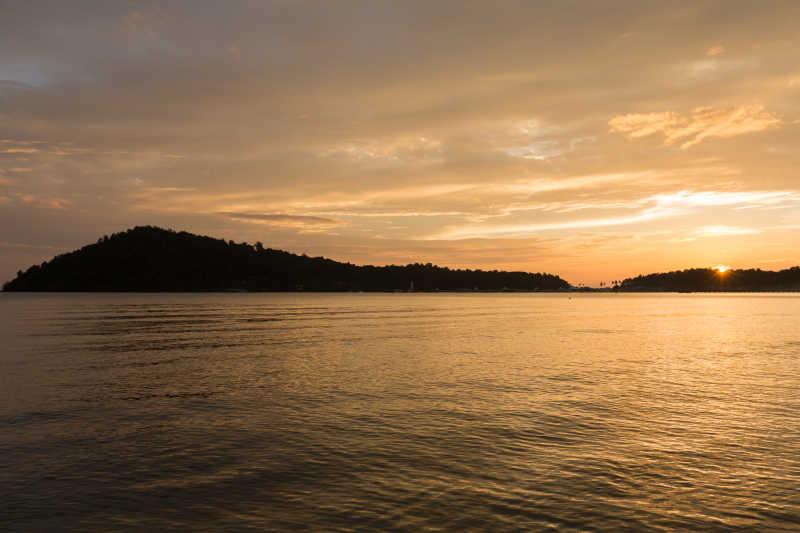 岛屿红宝海滩浪漫的日落海滩