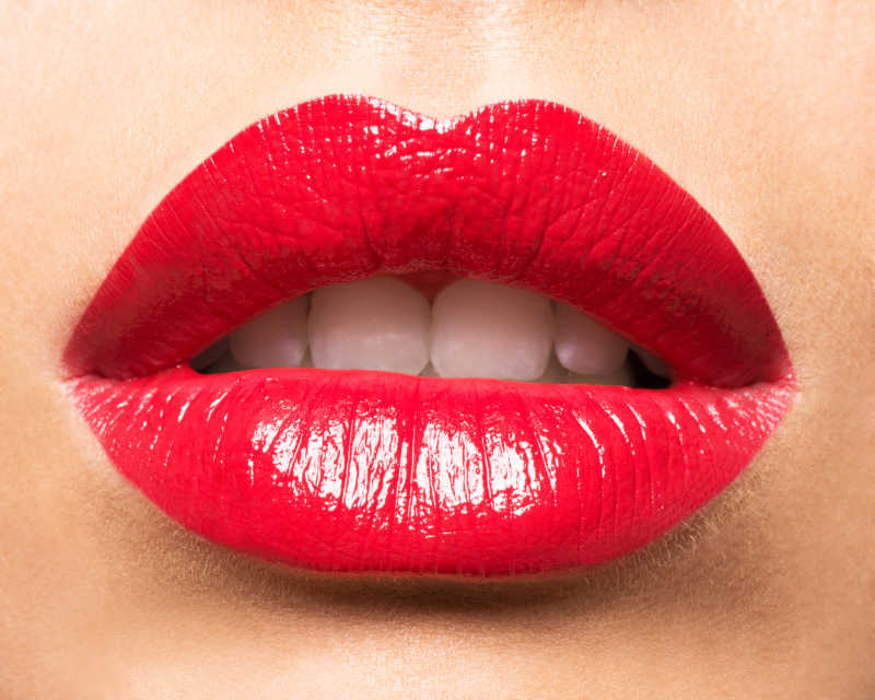 性感的红唇与贝齿