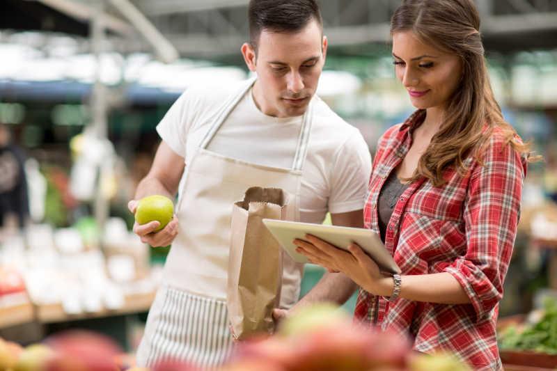 市场上的销售人员和客户检查清单