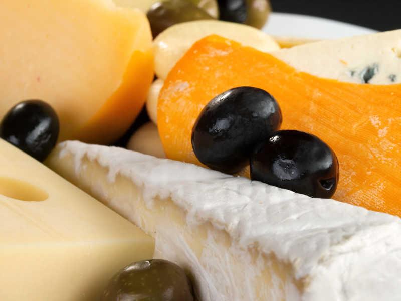 奶酪制品和水果