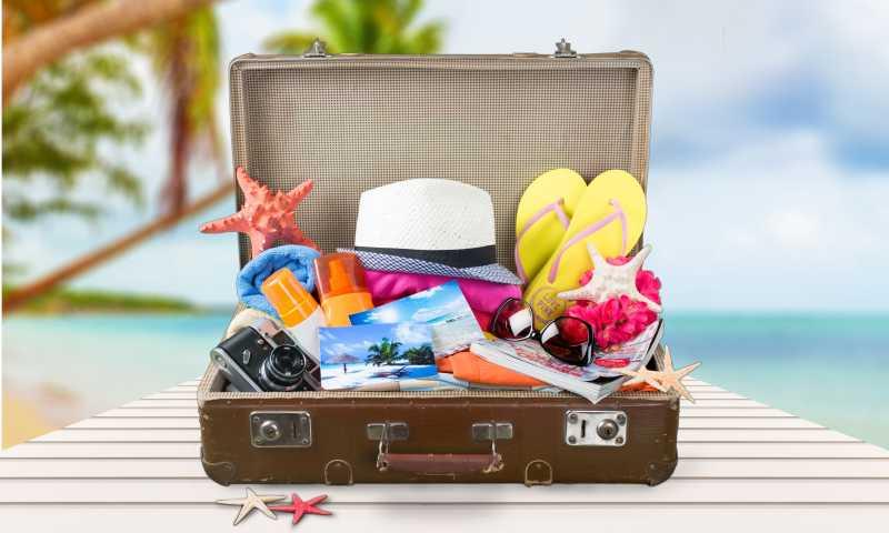 旅行行李箱里的必备品