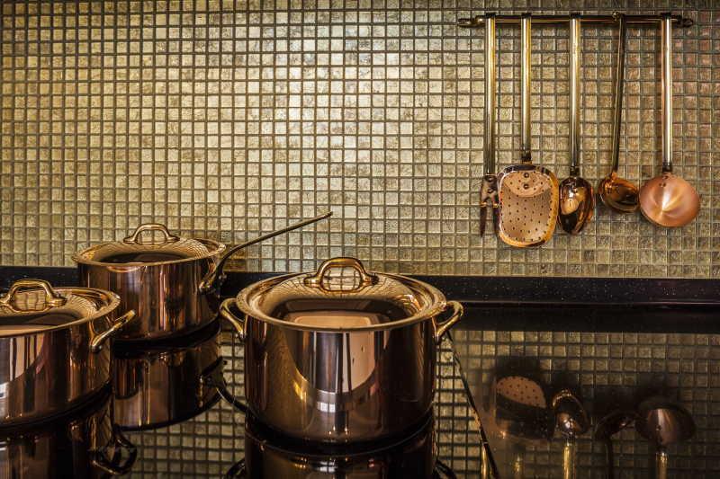 豪华的厨房炊具