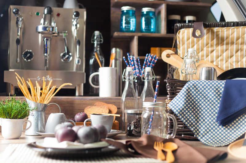 整齐的厨房用品
