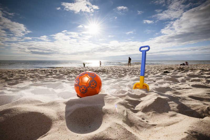 沙滩上的儿童玩具
