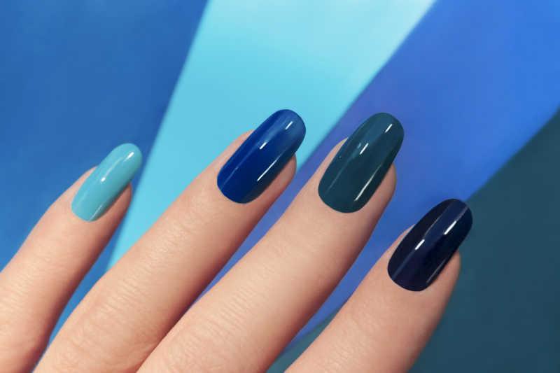 四种蓝色系的指甲