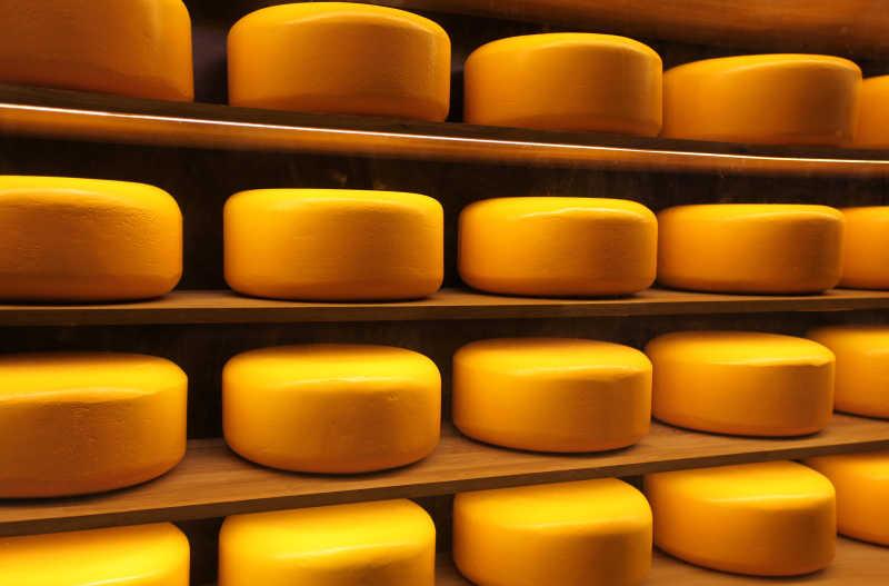 烤架上的奶酪