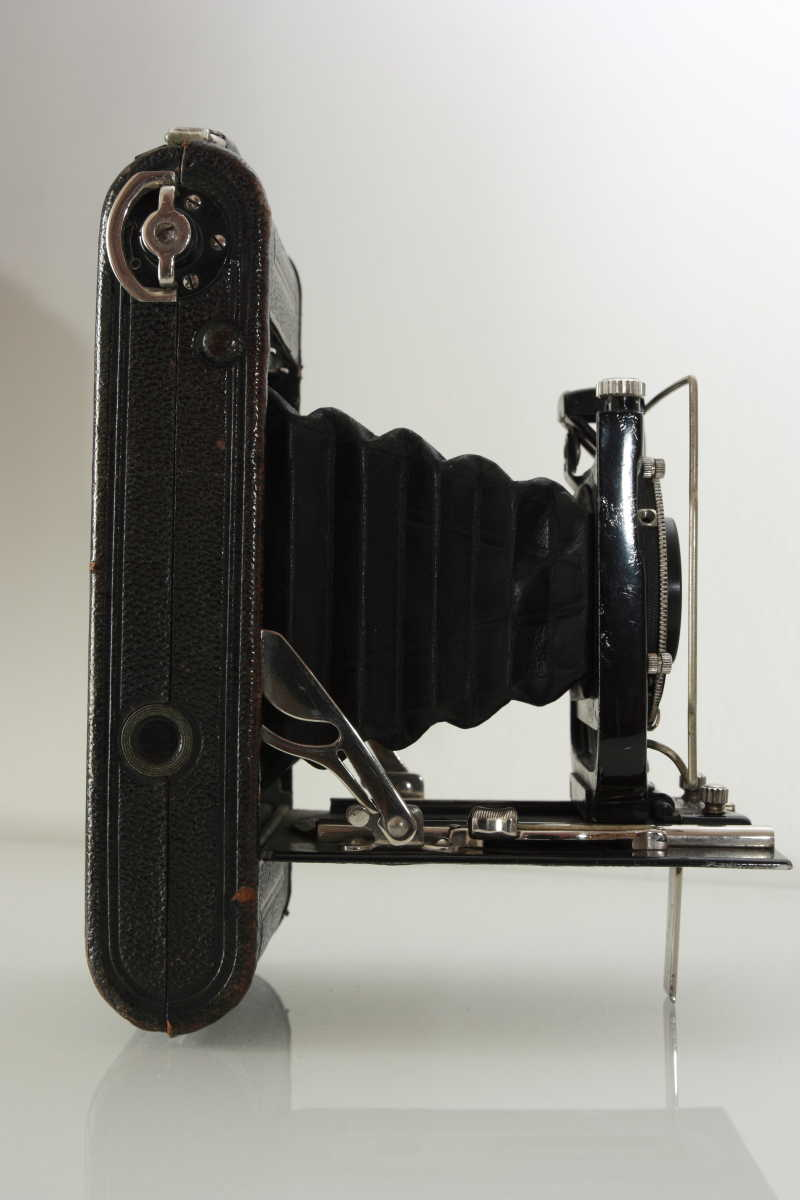 老式相机的侧面