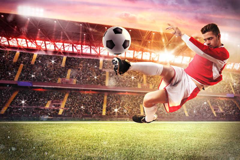 足球场上踢球的足球运动员