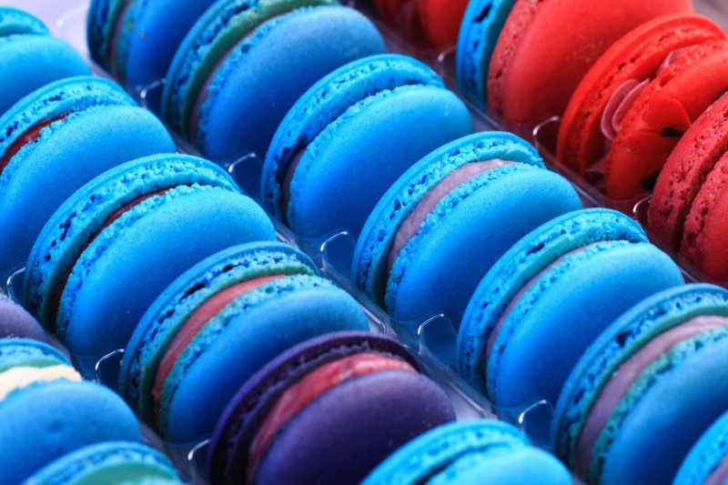各种颜色蛋白杏仁甜饼甜食背景