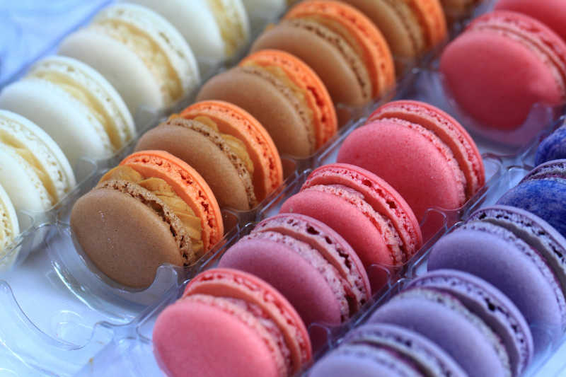颜色很漂亮蛋白杏仁甜饼甜食背景