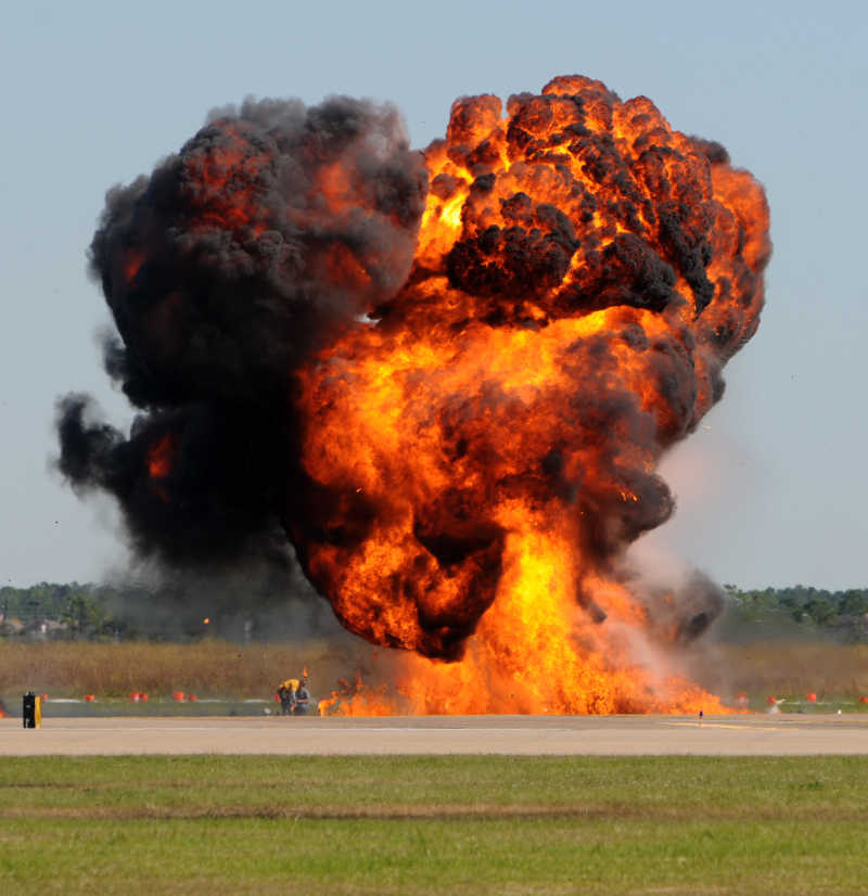 爆炸后引起的大火