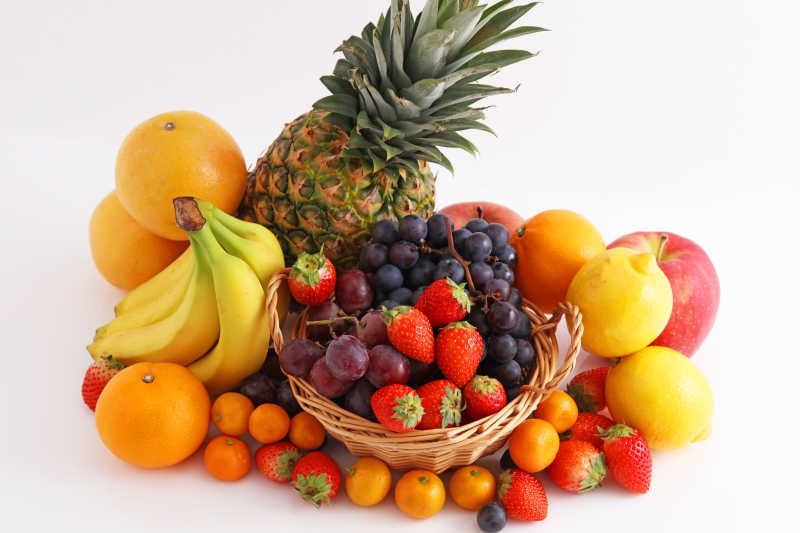 篮筐里的水果