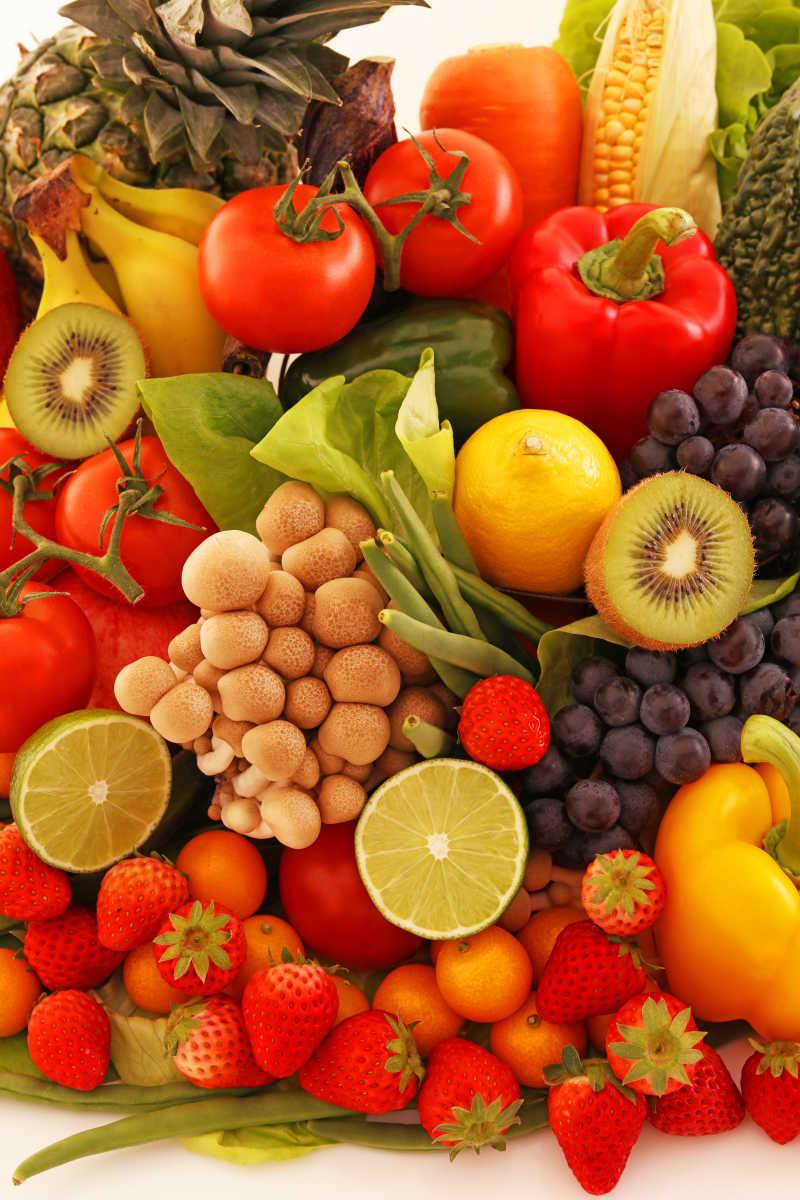 堆积的蔬菜水果