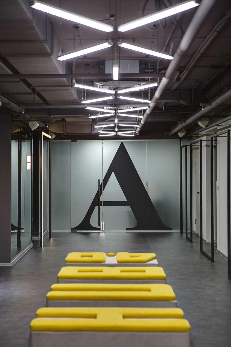现代简约的办公室走廊