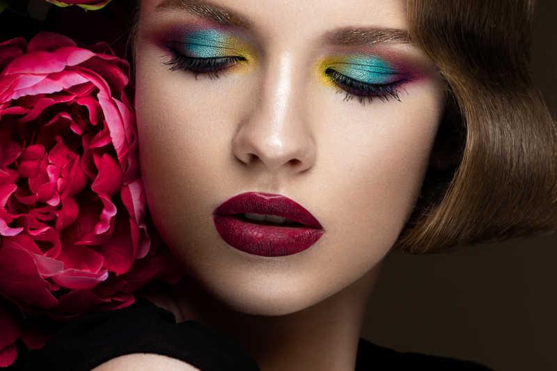 有色彩丰富的妆容的女孩
