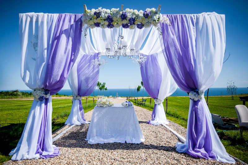幔布装饰的浪漫婚礼