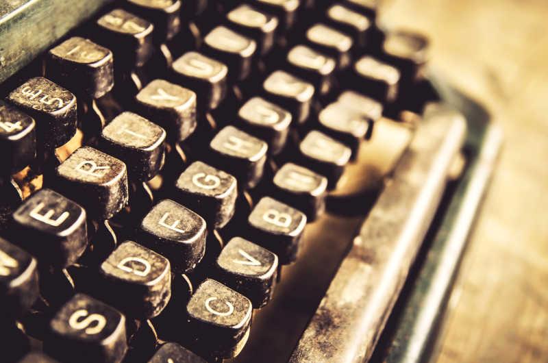 特写复古的打印机的键盘