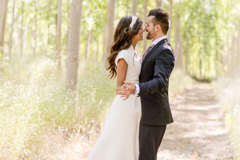 结婚的新婚夫妇
