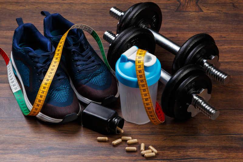 运动鞋水壶健身器材
