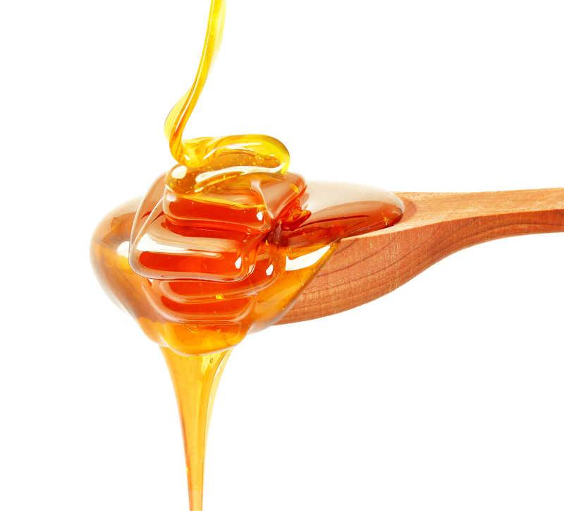 金黄色的滴下来的新鲜蜂蜜